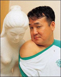 올봄 코믹누드로 중년 남자들에게 희망 주고 싶다는 개그맨 김형곤