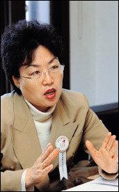 남성 중심 사회 비판한 '한국에는 남자들만 산다' 펴낸 한의사 고은광순