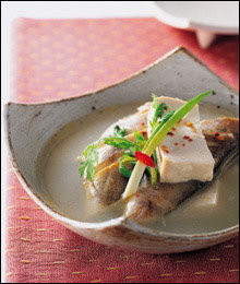 담백한 맛이 일품! 지금 먹기 딱 좋은 생선&해물 찌개