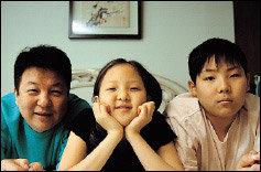 '백만송이 장미'의 귀여운'오버남' 송기윤 가족 이야기