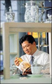 명품 도자기'프라우나'로 세계 시장에 도전하는 한국도자기 전무 김영목