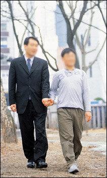 국내 처음으로 동성 결혼식 올려 화제 모은 이상철 박종근 부부