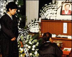 중학생 때부터 함께 살아온 새 아버지 떠나보낸 김미화 눈물의 사부곡