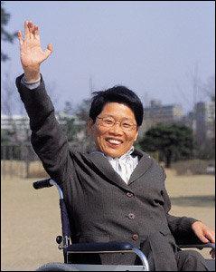 열린우리당 비례대표 1번으로 국회의원 당선된 무학력의 여성장애인 장향숙