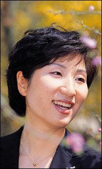 작고한 남편 뒤이어 같은 지역에서 국회의원 당선된 김선미