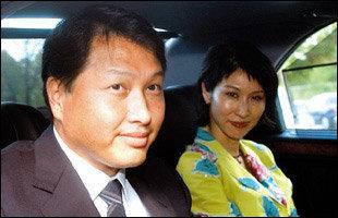 그룹 총수로 본격적인 활동 재개한 SK 최태원·노소영 부부 요즘 생활