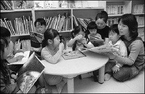 어린이도서관 자원봉사 하는 주부 주정원