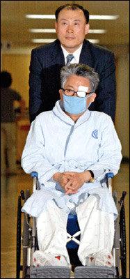 최근 수감생활로 한쪽 눈마저 실명 위기 처한 전 대통령 비서실장 박지원