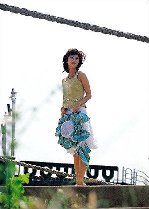 터프해서 더 매력적으로 보이는 여자 유선의 패션 & 뷰티 센스