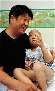 백혈병 아들 완치 빌며 골수기증운동과 제대혈 바로 알리기에 앞장서는 탤런트 김명국