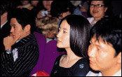 앙드레김 패션쇼 무대에 서기 위해 중국 베이징 방문한 이영애