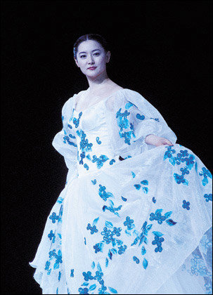 중국 인민대회당에서 한국의 고혹적인 아름다움 알린 앙드레김 패션쇼