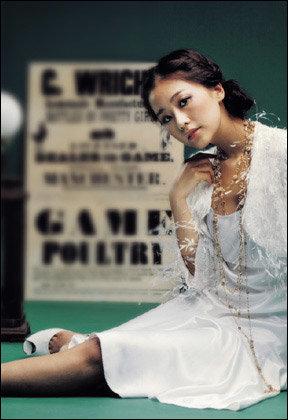 다양한 얼굴의 탤런트 홍수현의 복고풍 패션 제안 Back to the 1960`s