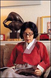 고(故) 김동리 선생과의 '사랑의 추억' 담은 자전 에세이 펴낸 작가 서영은