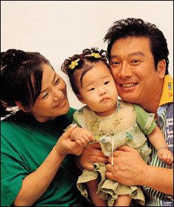 마흔 넘어 낳은 늦둥이 딸 돌잔치 치른 김형일·한복희 부부
