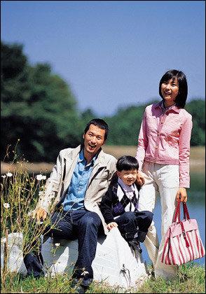 따사로운 햇살과 산들바람을 찾아 떠나는 가을여행~ Family picnic look