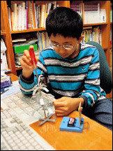 백혈병과 싸워가며 대회 준비해 국제 로봇 올림피아드에서 대상 받은 초등학생 정원국