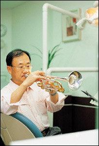 매주 수요일 밤이면 트럼펫 연주자로 변신하는 치과의사 유달준