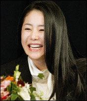 내년 1월 방영되는 SBS 드라마 '봄날'로 연예계 복귀하는 고현정