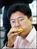 26일 동안 햄버거만 먹으며 패스트푸드의 심각성 알린 환경운동가 윤광용