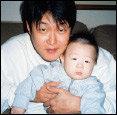 """가수 김현철이 처음 털어놓은 """"아홉 살 연하 아내, 두 살배기 아들고 함께 살며 느끼는 행복"""""""