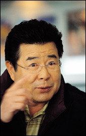 데뷔 40주년 맞아 가족 뮤지컬 도전하는 '우리 시대의 아버지' 백일섭