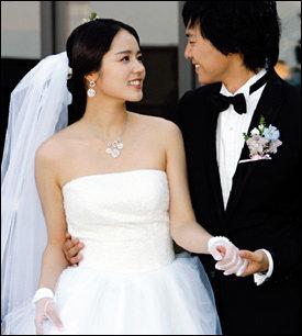 숱한 화제 뿌리며 결혼식 올린 톱스타 커플 한가인·연정훈