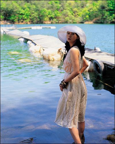 여행지에서 돋보이는 편안하고 멋스러운 스타일 Natural Outdoor  Look