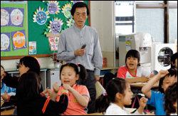 히트 동요 '아빠 힘내세요' 작곡해 국무총리 표창 받은 초등학교 교사 한수성
