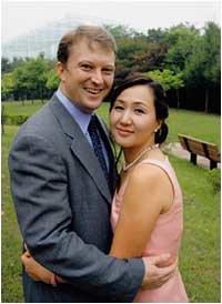 한국 여아 입양 위해 5년 만에 귀국한 이옥주