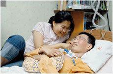 8년째 루게릭병 앓고 있는 아버지 돌보는 여고생 신원미