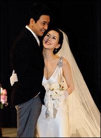 톱스타 커플로 화제 모으며 결혼식 올린 김승우·김남주