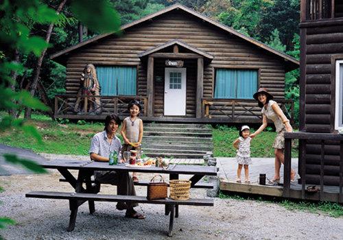 신나는 여름휴가를 위한 가족 패션 제안  Let's go  on vacation !