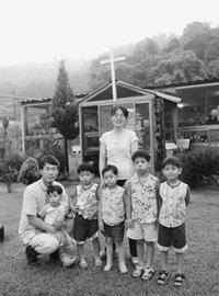 입양한 다섯 아이 키우며 산골 마을에서 살아가는 이영선·김미현 부부