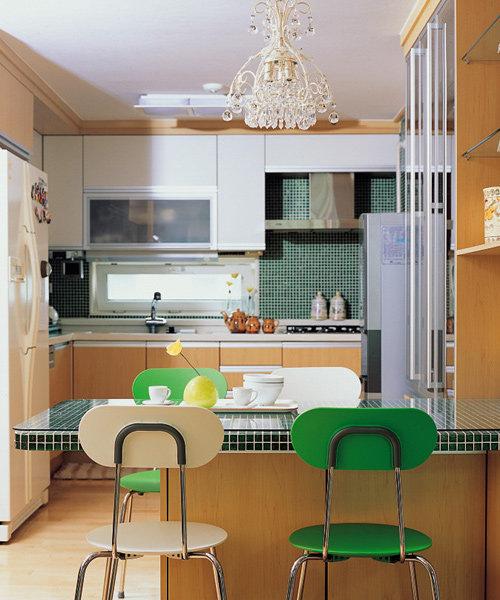 화이트 로맨틱 하우스 VS 컬러풀 모던 하우스