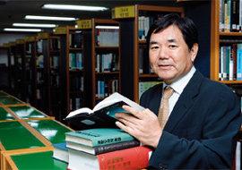 '책 나눠주는 판사'로 불리는 부산지법 부장판사 홍광식