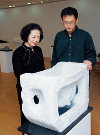 청각장애 딛고 첫 조각전시회 열어 화제 모은 신일수