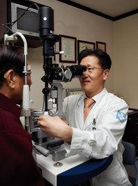 백내장 최신 수술법 & 눈 건강관리법
