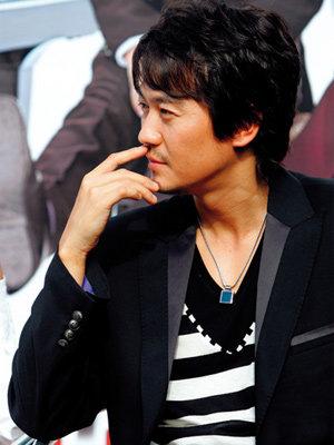 영화 '달콤, 살벌한 연인'으로 스타덤 오른 박용우