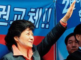 피습 고초 겪으며 '강인한 리더십' 보여준 박근혜 의원