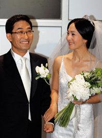 아홉 살 연상 사업가와 결혼한 늦깎이 신부 정수라