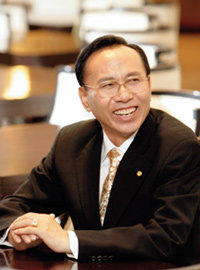 호떡 장사 등 37가지 직업 전전하다 CEO로 우뚝 선 화진화장품 강현송 회장