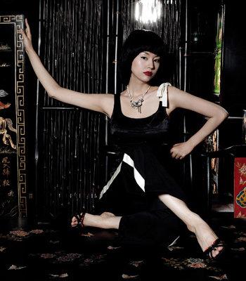 탤런트 서유정이 제안하는 블랙 & 화이트 컬렉션 黑·白·共·感