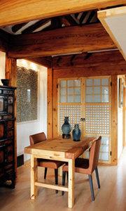 도심 속 옛 마을 북촌에 자리한 프랑스인 필리프 티로의 작은 한옥
