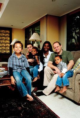 시끌벅적 파넬 가족의 행복한 이층집