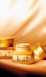 산삼 성분이 피부를 촉촉하게~한방 화장품 산심(山心)