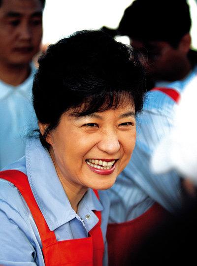 바자회 연 박근혜 의원