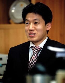 '대리번역'의혹으로 방송 사퇴한 정지영 vs 정지영 상대로 집단소송 제기하는 이창현 변호사