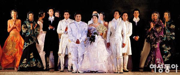 세계 문화유산 앙코르와트에서 열린 앙드레 김 패션쇼
