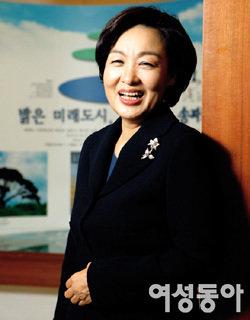 서울시 첫 여성구청장으로 주목받는 김영순 송파구청장